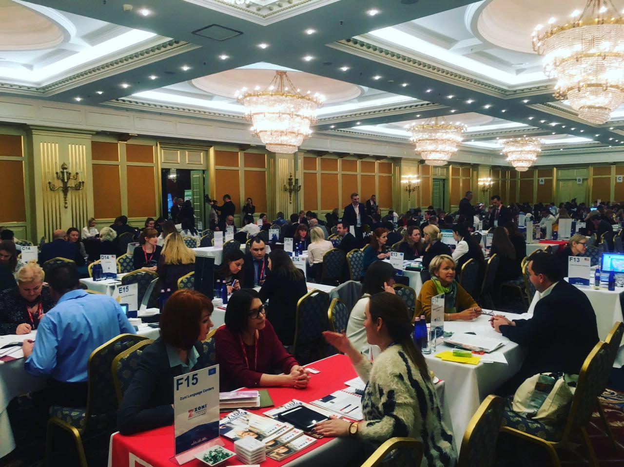 В этом зале собрались представители вузов многих стран, работа в самом разгаре!